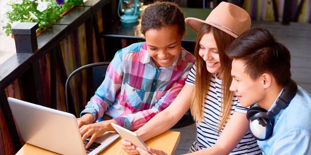 Quem são os millennials e a geração Z?